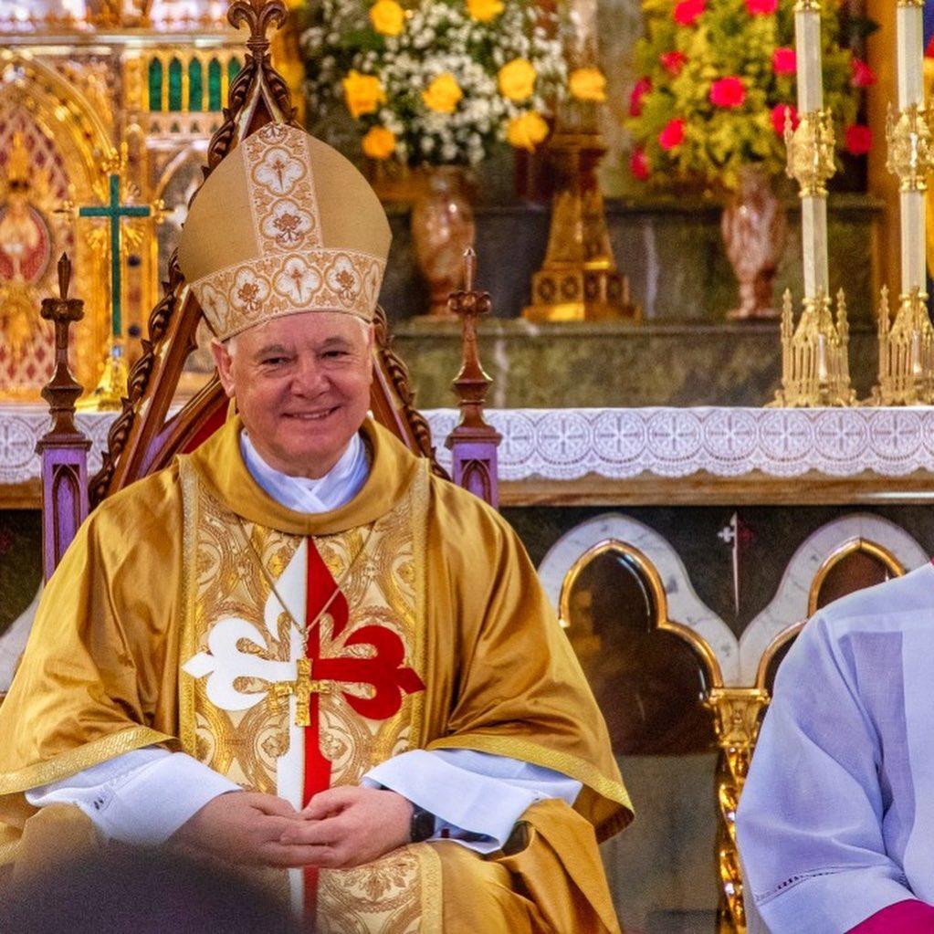 O Cardeal Gerhard Ludwig Müller celebra na basílica dos Arautos do Evangelho.