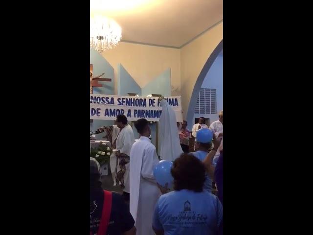 ABERRAÇÃO, Padre estoura champanhe dentro da missa, Coroação de Nossa Senhora