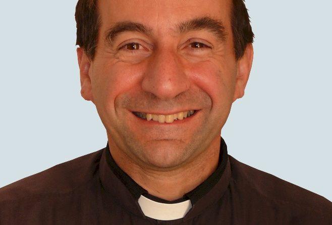Os fiéis estão fartos de programas de ensino religioso como este: ele agride a inocência das crianças, afirma o padre John Rizzo, sacerdote na diocese.