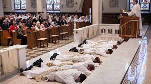 Na festa de Santa Mônica, uma reivindicação das mães dos seminaristas. Elas não querem que o seminário seja fechado e desejam que seus filhos lá continuem seus estudos.