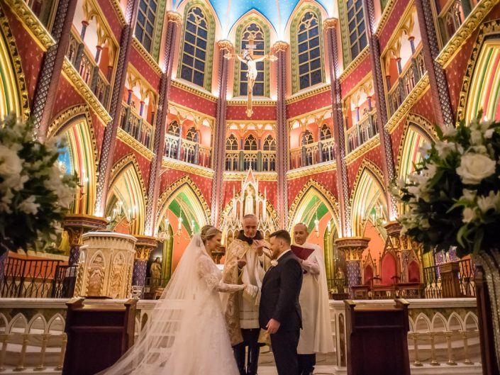 Por causa da covid-19 proibir a celebração de casamentos ou outros atos religiosos, como o batismo, é um ato claramente abusivo e inconstitucional.