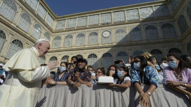 A resposta cristã à pandemia e às consequentes crises socioeconômicas se baseia, antes de tudo, no amor de Deus. Assim sairemos melhores dela, disse o Papa na Audiência Geral.