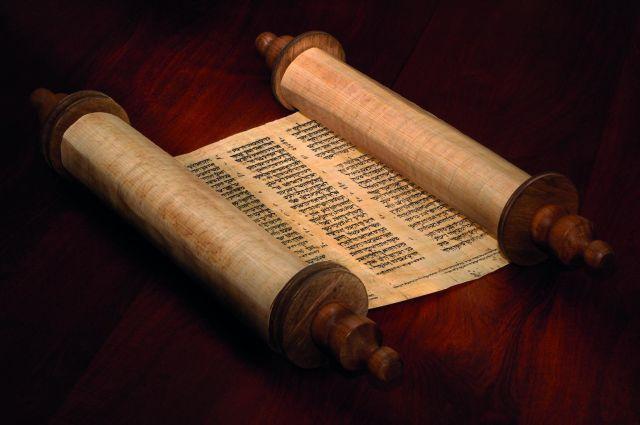 O Espírito Santo que guia a Igreja, fez com que Ela optasse pela Bíblia completa, a versão dos Setenta de Alexandria, o que vale até hoje para os católicos.