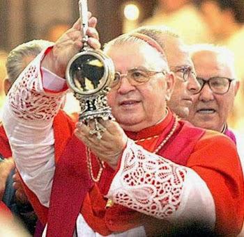 A liquefação do sangue de São Januário é um fenômeno que acontece três vezes por ano: no sábado anterior ao primeiro domingo de maio; no dia de sua festa litúrgica, 19 de setembro; e em 16 de dezembro, data da intercessão de São Januário que evitou a erupção do vulcão Vesúvio, no ano 1631.