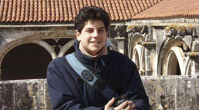A Diocese de Assis distribuiu uma nota oficial, via e-mail, onde informa que o corpo de Carlo Acutis, na verdade, não foi encontrado incorrupto.