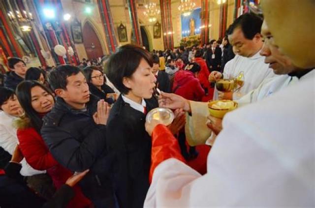 A China faz campanha publicitária contra Igrejas, incentiva denúncias contra as atividades religiosas e paga por delações.
