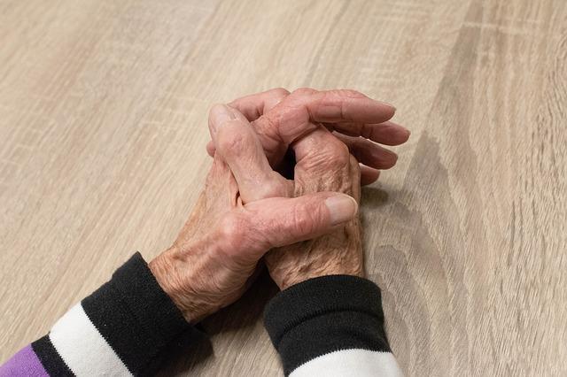 hand-3952104-640