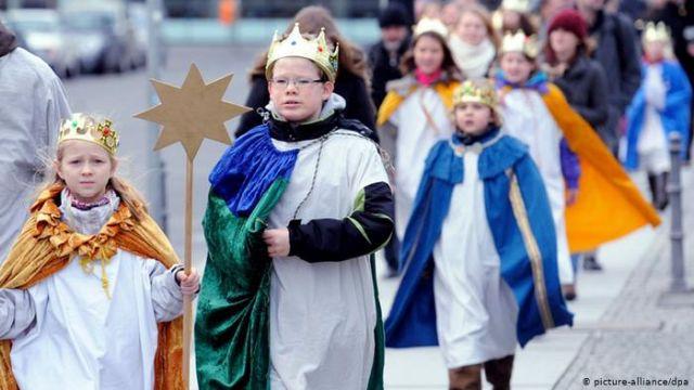 """""""A vida continua e os Cantores da Estrela a acompanham com amor"""" e realizam sua evangelização natalina."""