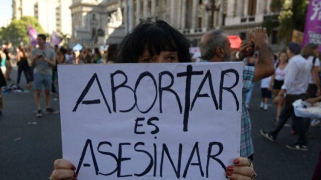 """Nunca será correto fingir que é um direito matar um inocente e que defender a vida por nascer é uma """"batalha perdida"""", diz Bispo argentino."""