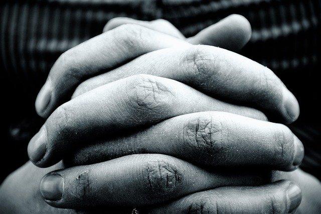 hands-2274255-640