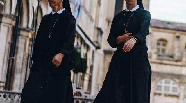 Como parte do aumento do controle Hong Kong, a China prendeu duas freiras da missão do Vaticano e tenta influir na nomeação do futuro bispo coadjutor.