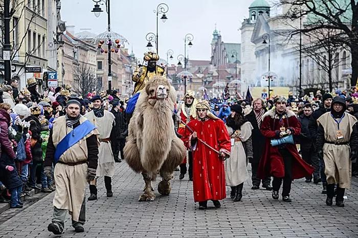 O evento religioso é considerado o maior presépio de rua do mundo. Na Festa de Reis do ano passado 1,3 milhão de poloneses participaram dessas procissões.