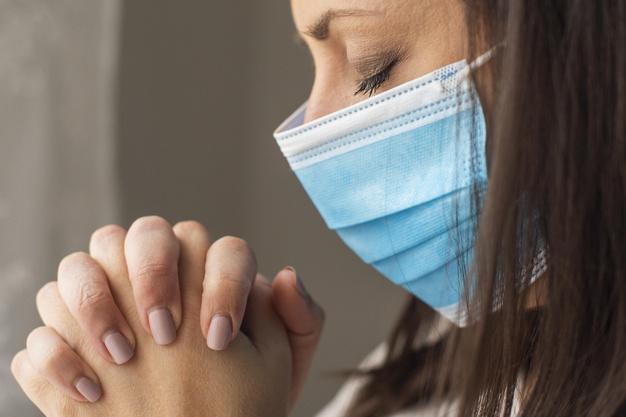 É dever de todos recordar as muitas vítimas da pandemia do coronavírus, rezar por elas numa corrente de orações e Celebrações Eucarísticas, exortam Bispos europeus.