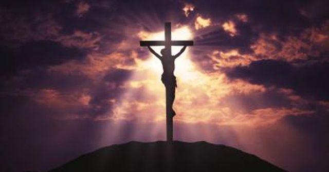 Os quarenta dias que precedem a Semana Santa, são colocados pela Igreja para nos prepararmos para a maior Solenidade do ano: a Páscoa, a Ressurreição, a vitória de Jesus sobre o pecado.