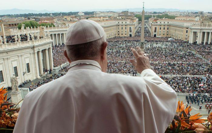 Depois de três semanas, após receber a primeira dose da vacina de imunização da Covid-19 (13/02), o Papa concluiu o processo de imunização recebendo a segunda dose da vacina.