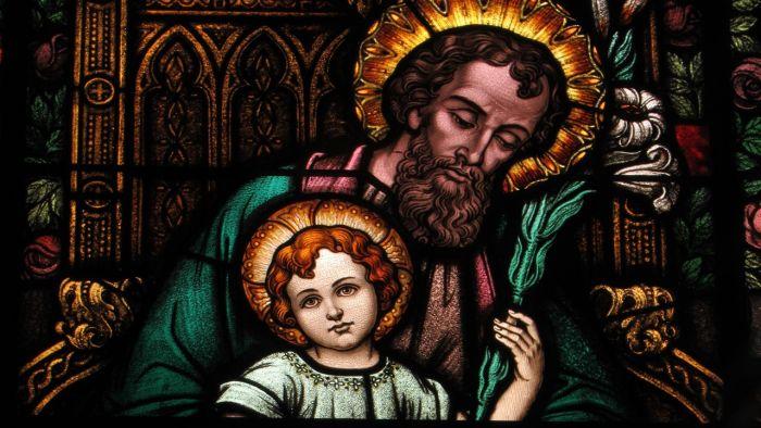 Peçamos para ser como São José, para trabalhar arduamente como São José pelo bem da família e comprometermos a crescer na fé e na vida espiritual.