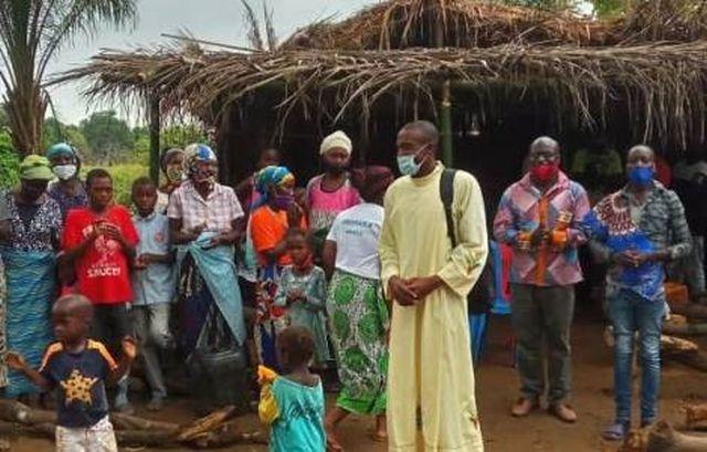 O mais urgente compromisso agora é formar grupo de jovens para ir ao encontro dos companheiros que perderam a Fé, diz sacerdote.