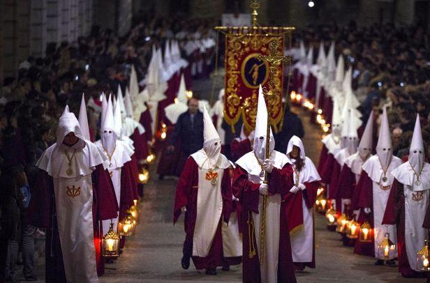 Catalães se identificam com religiões, mas não as praticam... A porcentagem de praticantes de todas as religiões na Catalunha não chega a 10%.