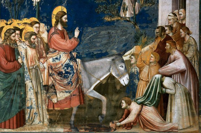 A Semana Santa é iniciada com o Domingo de Ramos, no qual se recorda a entrada triunfante de Nosso Senhor Jesus Cristo em Jerusalém, seis dias antes de sua Paixão.