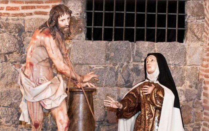 A vida de Santa Teresa é impressionante! Ela tinha visões místicas, levitava, espantava os demônios, amou a Deus de todo coração. Mas nem sempre foi assim…