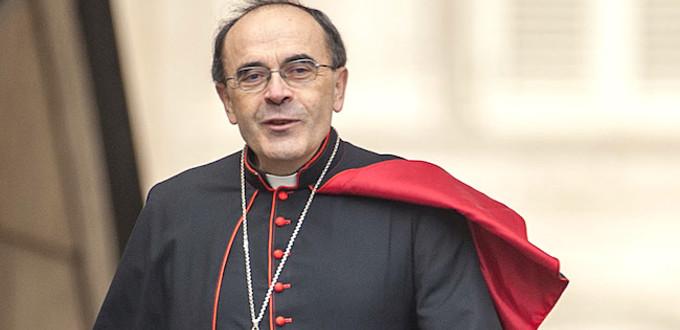 """O cardeal Barbarin afirma que as falsas acusações o deixaram """"pisoteado na sarjeta"""" e acabaram por deixa-lo """"espiritualmente despedaçado""""."""