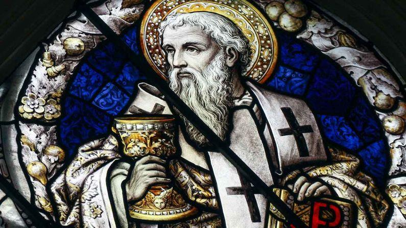 São João Crisóstomo lutou contra todos os erros de seu tempo. Mandou destruir templos onde se ofereciam sacrifícios a ídolos. Os bons o aplaudiam, porém, os maus o odiavam.
