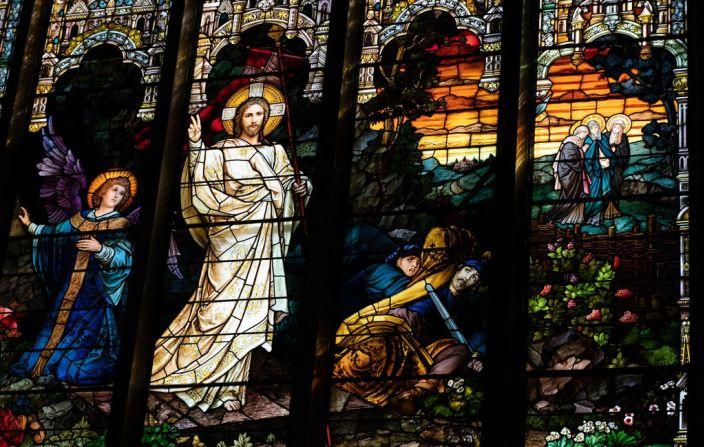 Entre na alegria de seu Senhor: Cristo ressuscitou e a vida foi libertada, que todos os homens piedosos e todos os amantes de Deus se regozijem no esplendor desta festa.