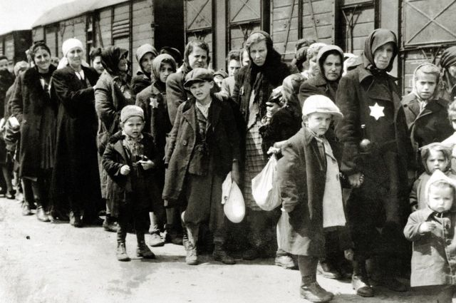 Os chocantes relatos dos Sonderkommandos, judeus forçados a trabalhar nas câmaras de gás do Holocausto - BBC News Brasil