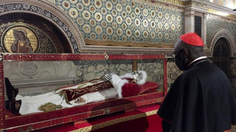 O cardeal Robert Sarah, prefeito emérito da Congregação para o Culto Divino e a Disciplina dos Sacramentos, celebrou a missa com as Missionárias da Caridade, em Roma.