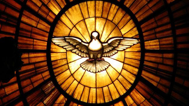 Deus é um só, mas Nele há Três Pessoas divinas, distintas e de igual majestade: o Pai, o Filho e o Espírito Santo.