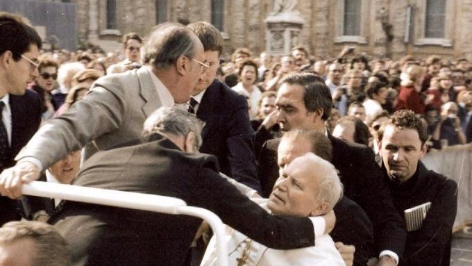 """""""Queremos dar graças solenemente a Deus Nosso Senhor no dia 13 de maio pelo milagre em que João Paulo II foi salvo pelas mãos de Maria. Vamos nos preparar espiritualmente para este dia""""."""